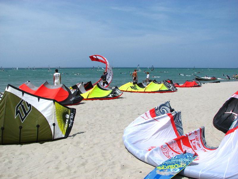 Остров Маргарита е идеалното място за водни спортве като кайтсърф, уиндсърф, парасейлинг и параглайдинг