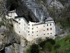 Нова година Словения пещерата Постойна яма