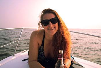 Яна, на яхта в САЩ по-време на нейната лятна бригада в САЩ